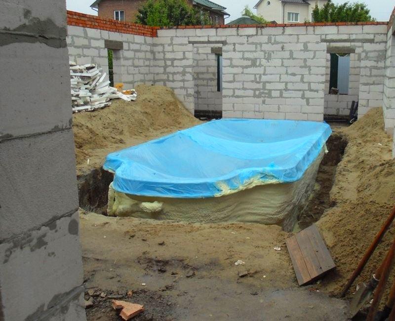 Утепление бассейнов и цистерн напыляемым пенополиуретаном (ППУ)